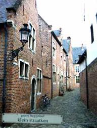 Groot begijnhof Leuven, Sint-Jan de-Doperkerk, volledig gerestaureerde historische wijk.