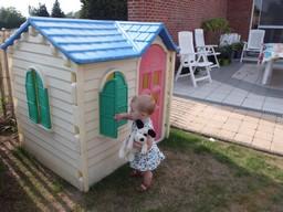 Kinderhuisje, kindvriendelijke vakantiewoning, binnen en buitenspellen aanwezig.